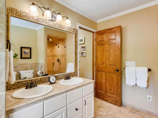 2000 Autumn Place Roseville MN-017-012-2nd Floor Master Bathroom-MLS_Size